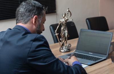 Green pass:  labirinto di regole per avvocati e uffici giudiziari