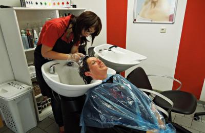 Parrucchieri e estetiste: le regole corrette dalle Regioni