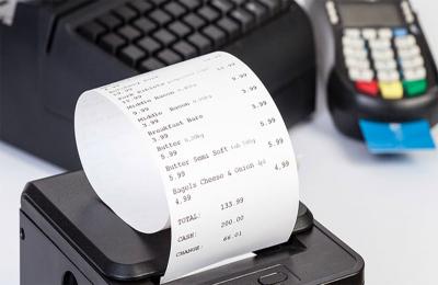 Esonero scontrini elettronici e fattura semplificata fino 400 euro: i 2 decreti