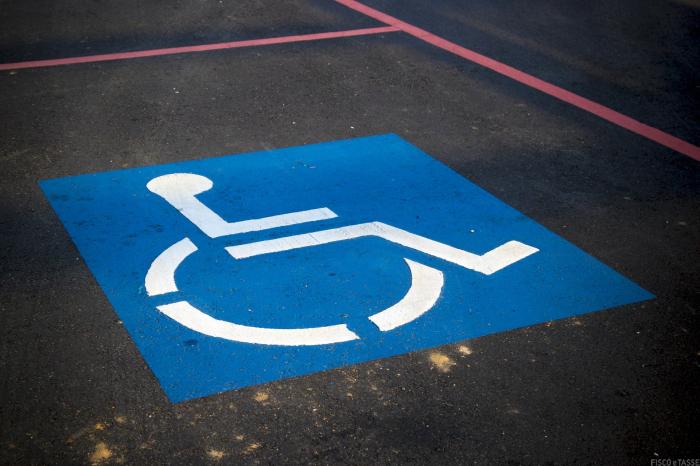 Parcheggio disabili in condominio: nulla la delibera che lo nega